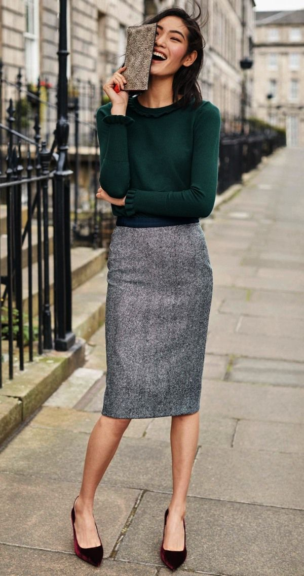 women-work-outfit-pencil-skirt-turtleneck What Women Should Wear for a Business Meeting [60+ Outfit Ideas]