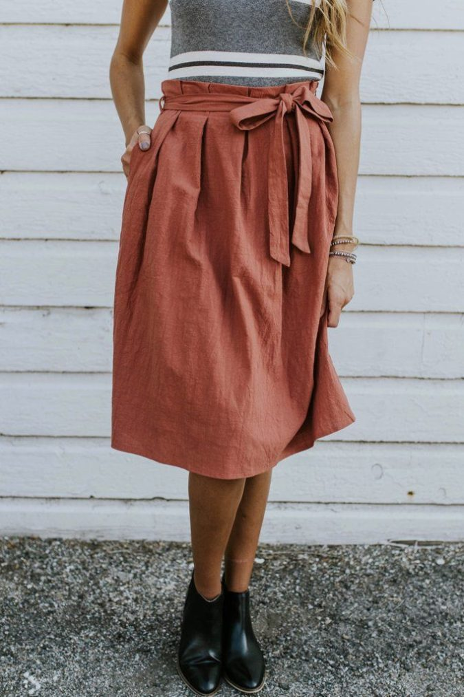 Comfy-skirt-with-T-shirt-1-675x1013 140 First-Date Outfit Ideas That Make You Special