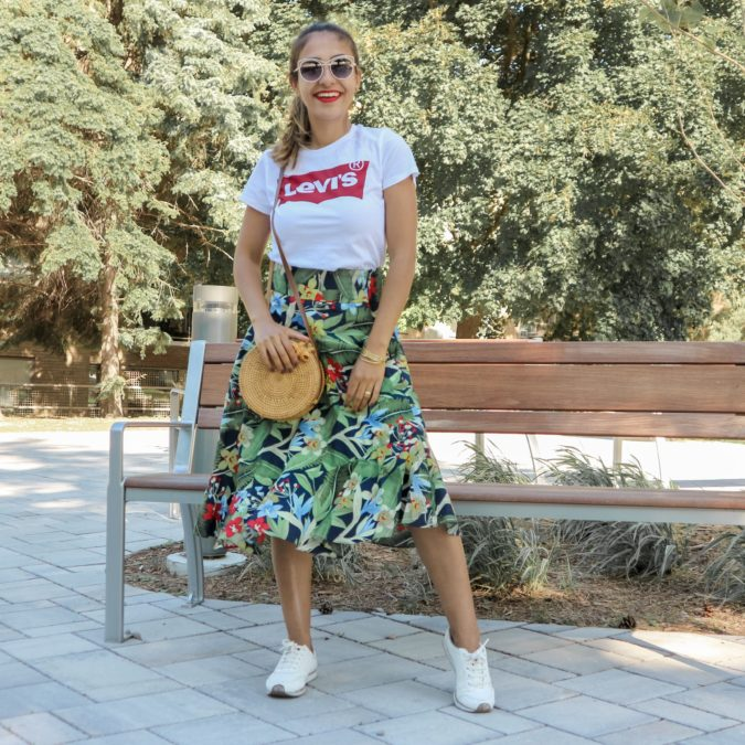 Comfy-skirt-with-T-shirt-2-675x675 140 First-Date Outfit Ideas That Make You Special