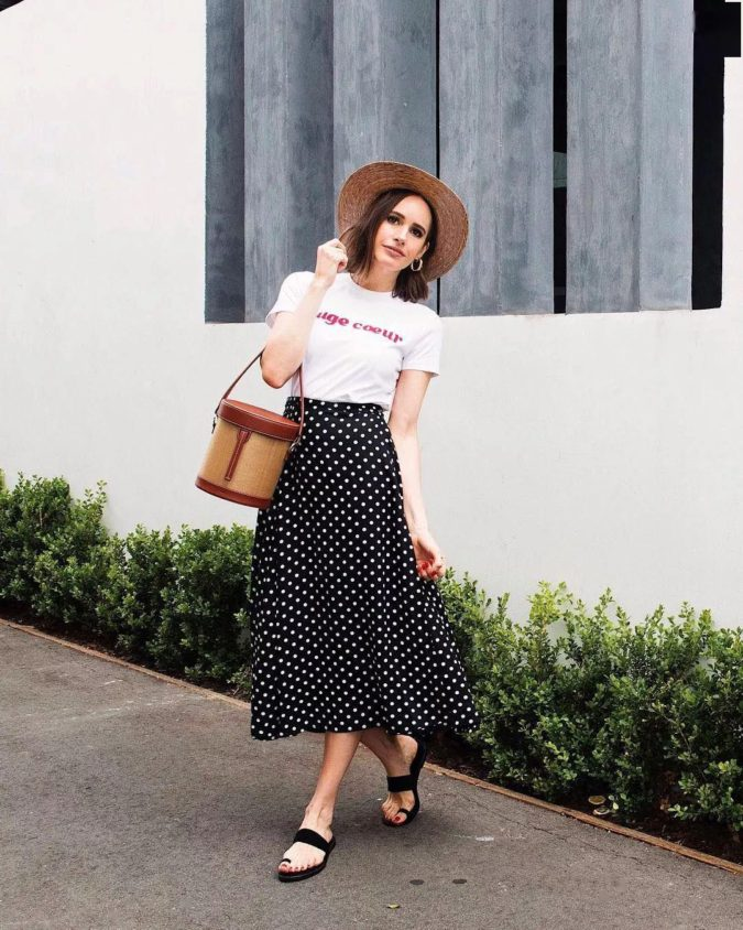 Comfy-skirt-with-T-shirt-675x844 140 First-Date Outfit Ideas That Make You Special