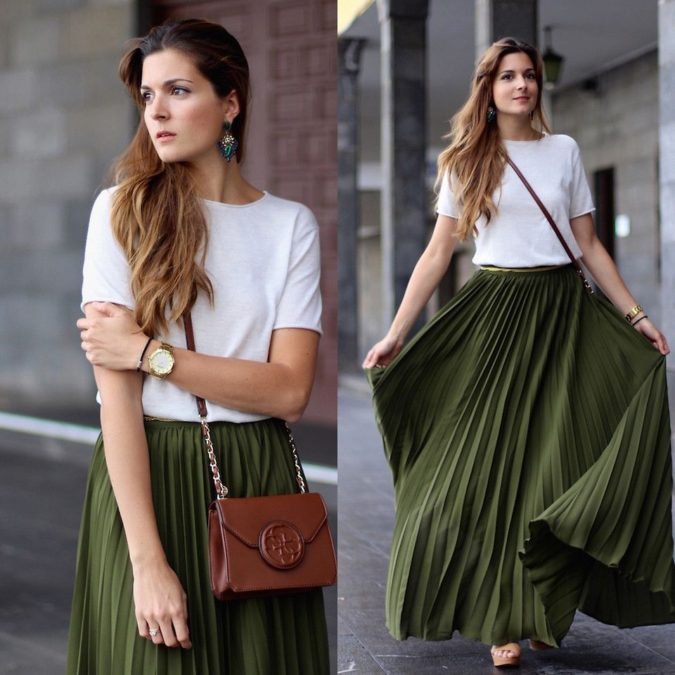 Comfy-skirt-with-T-shirt.-2-675x675 140 First-Date Outfit Ideas That Make You Special