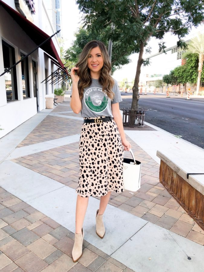 Comfy-skirt-with-T-shirt..-1-675x900 140 First-Date Outfit Ideas That Make You Special