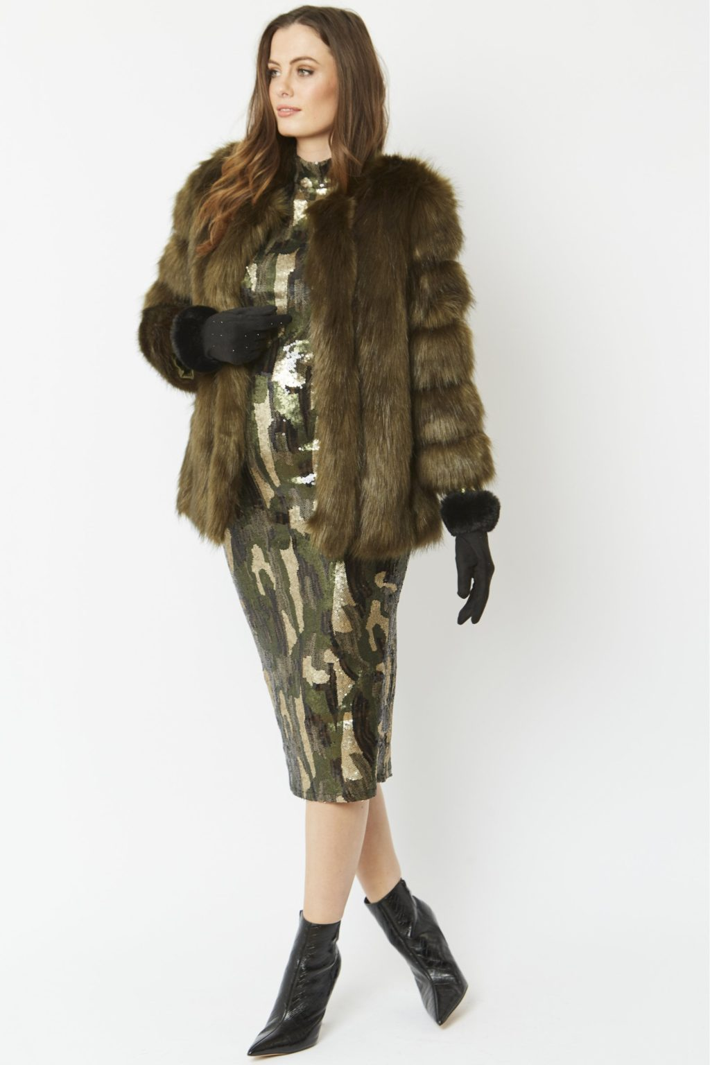 Faux-Fur-Coat-2-1024x1536 140+ Lovely Women's Outfit Ideas for Winter 2020 / 2021