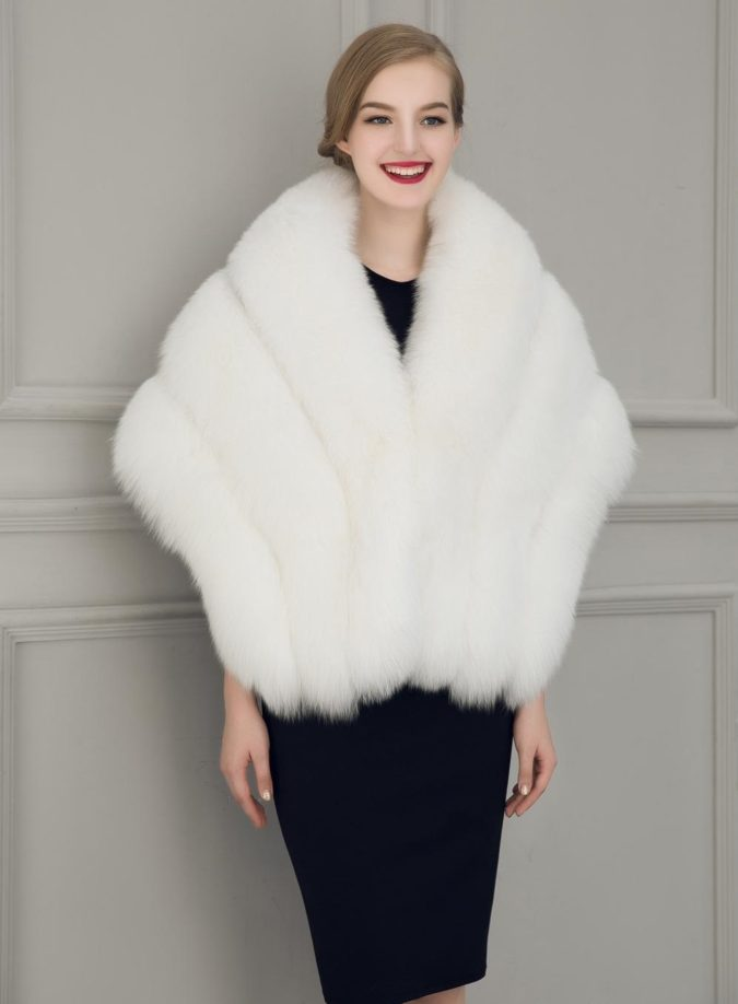 Faux-Fur-Stole-675x918 140+ Lovely Women's Outfit Ideas for Winter 2020 / 2021