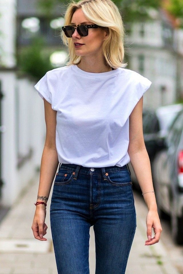 High-waist-jean-and-vintage-Tee- 140 First-Date Outfit Ideas That Make You Special