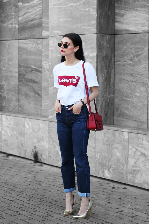 High-waist-jean-and-vintage-Tee. 140 First-Date Outfit Ideas That Make You Special