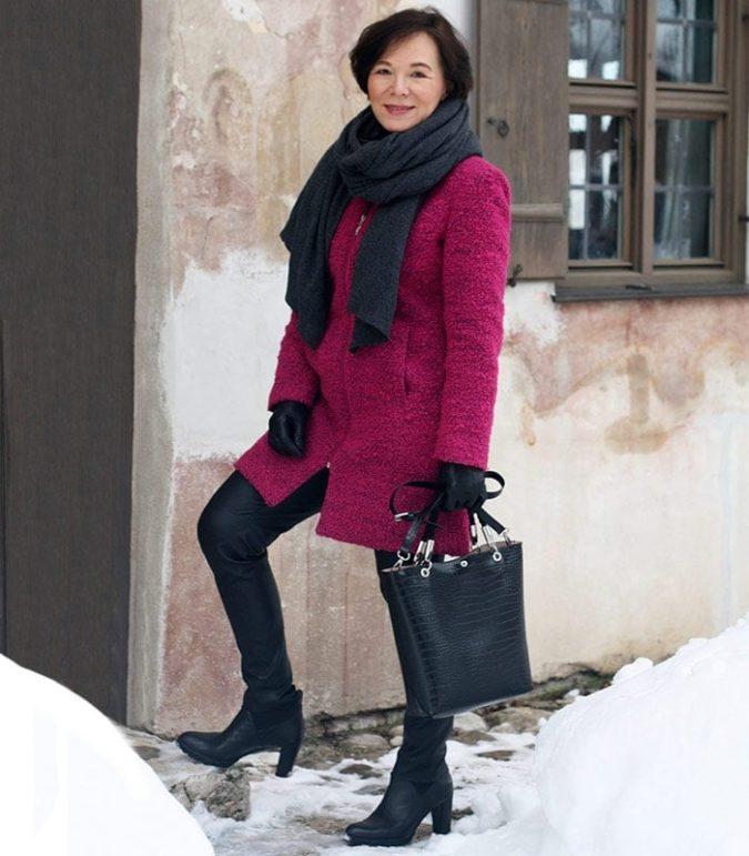 Leggings-675x771 140+ Lovely Women's Outfit Ideas for Winter 2020 / 2021