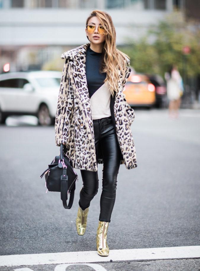 Leggings.-675x917 140+ Lovely Women's Outfit Ideas for Winter 2020 / 2021