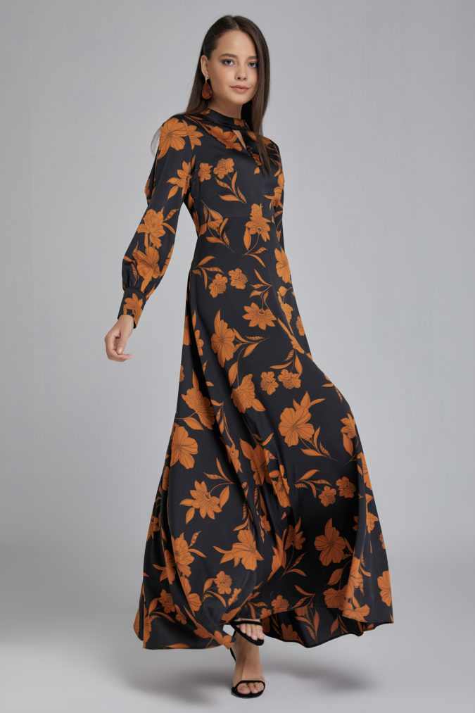 Long-sleeve-maxi-dress..-675x1013 120 Splendid Women's Outfits for Evening Weddings