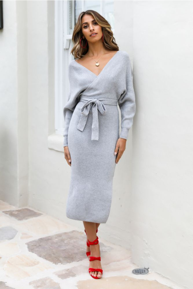 Long-sleeve-midi-dress.. 140+ Lovely Women's Outfit Ideas for Winter 2020 / 2021