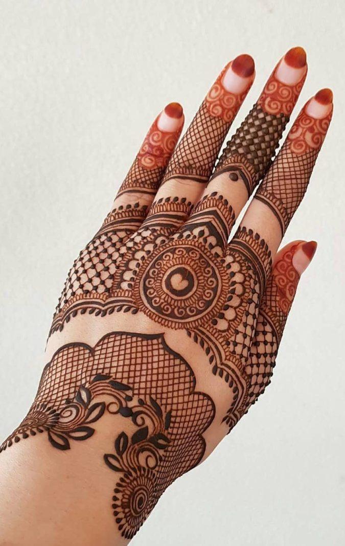 Mehndi-designs.-675x1068 Top 10 Easiest Things to Draw