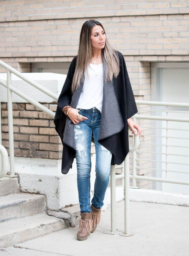 Poncho-jacket-and-jeans.-3 140+ Lovely Women's Outfit Ideas for Winter 2020 / 2021