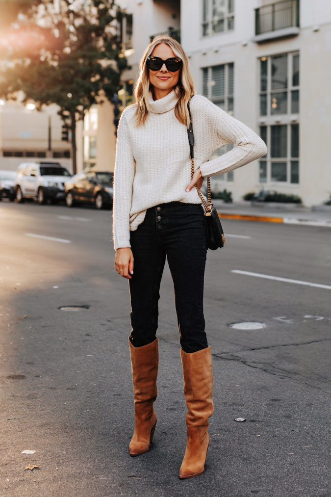 Sweater-and-boots.-5-675x1013 140+ Lovely Women's Outfit Ideas for Winter in 2021
