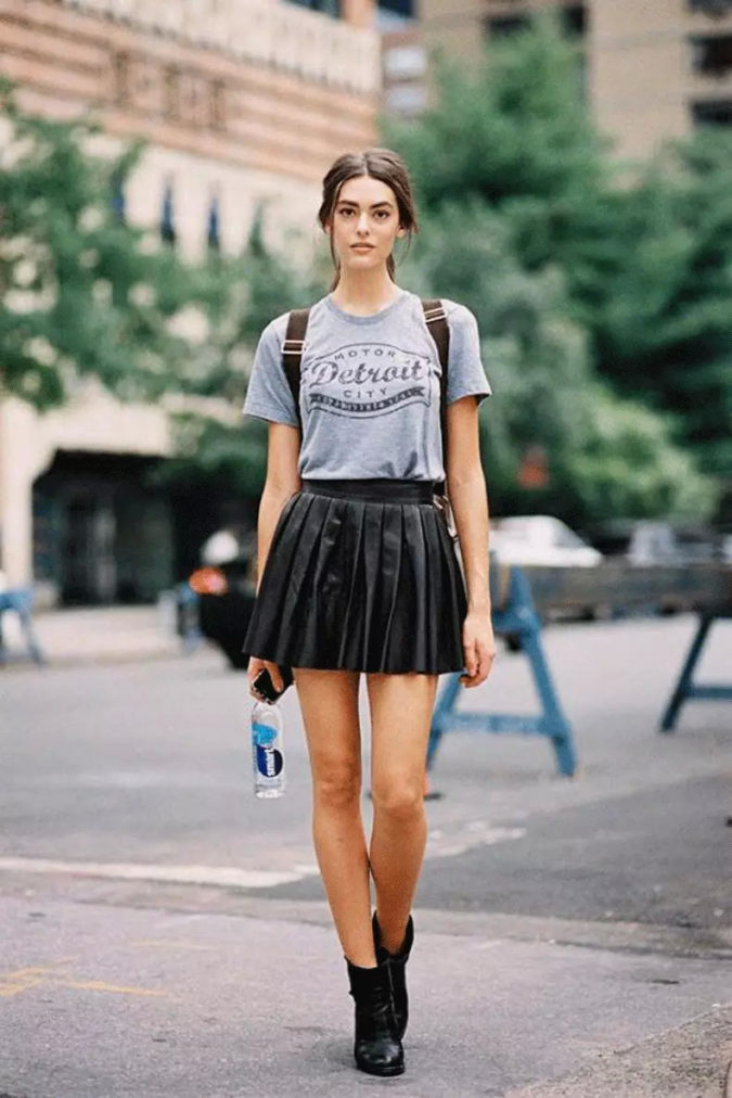 T-shirt-and-miniskirt-1-675x1012 140 First-Date Outfit Ideas That Make You Special