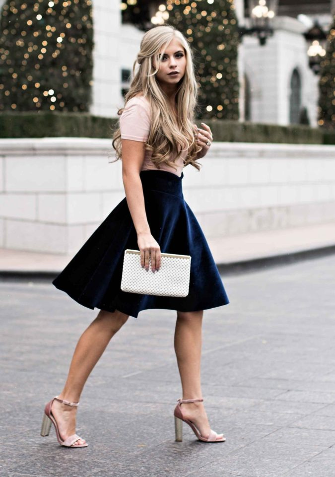 T-shirt-and-miniskirt.-2-675x961 140 First-Date Outfit Ideas That Make You Special