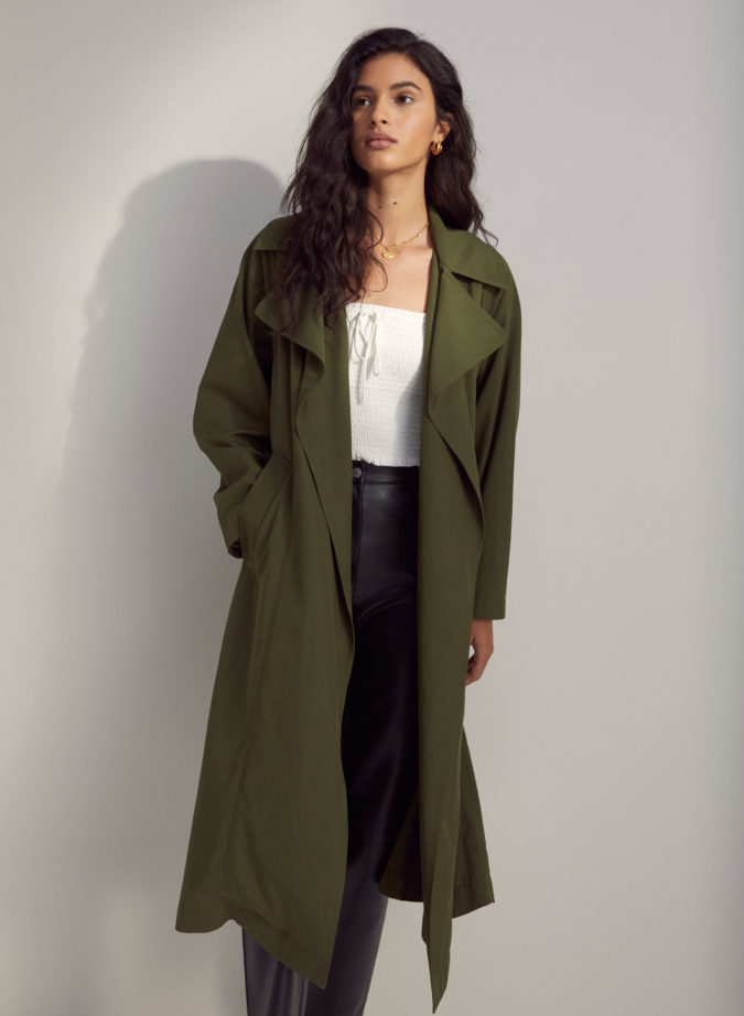 Trench-coat.-2-675x922 140+ Lovely Women's Outfit Ideas for Winter 2020 / 2021