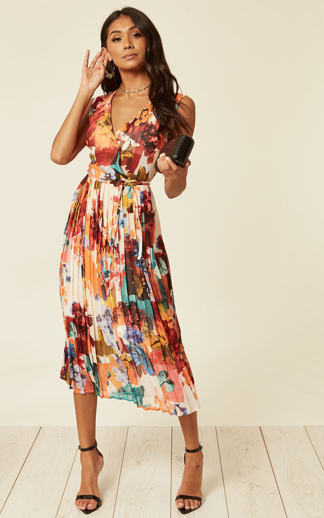 V-neck-midi-dress-4 140 First-Date Outfit Ideas That Make You Special