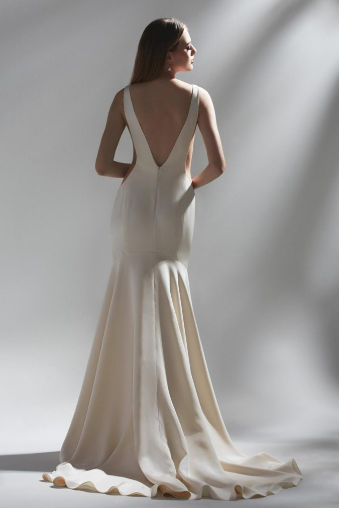 Backless-gown-675x1013 80+ Fabulous Outfits for Women Over 50