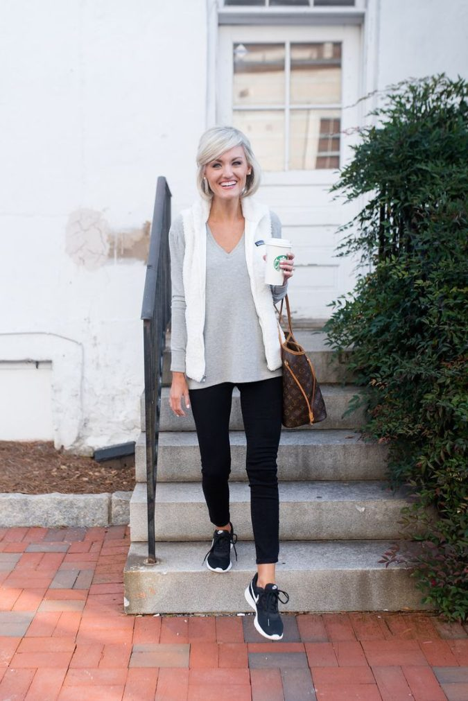 Leggings-and-sneakers..-675x1011 80+ Fabulous Outfits for Women Over 50