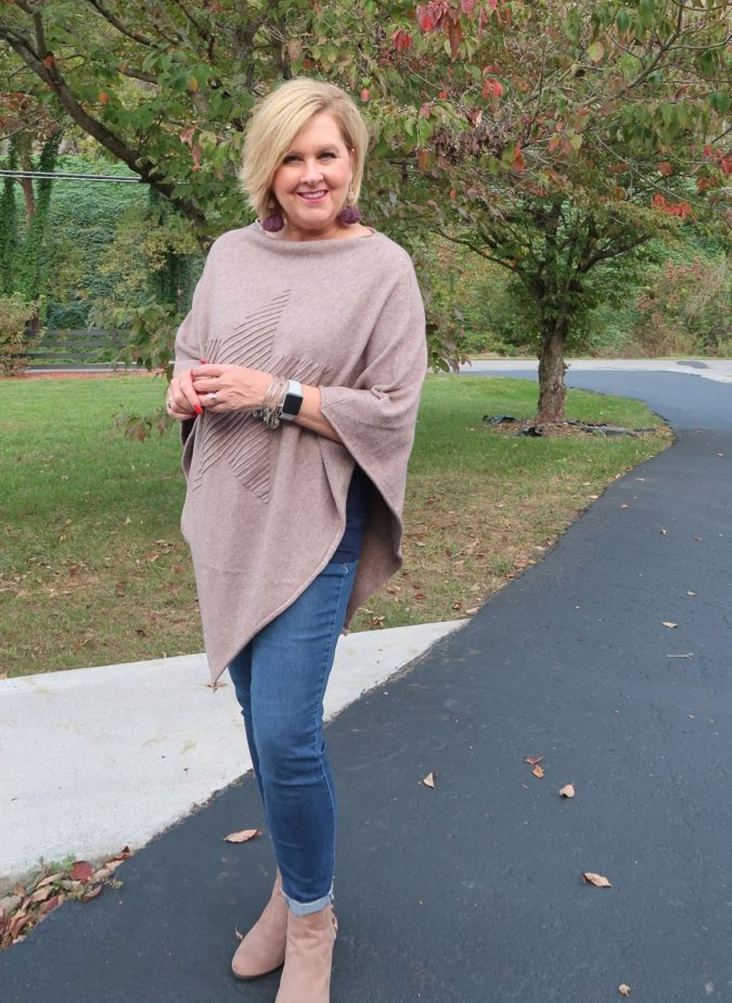 Poncho-long-sleeve-and-trousers-675x924 80+ Fabulous Outfits for Women Over 50
