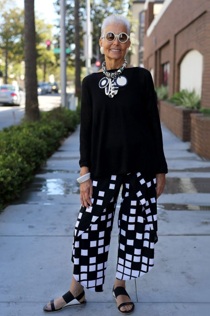 Printed-pants--675x1013 80+ Fabulous Outfits for Women Over 50