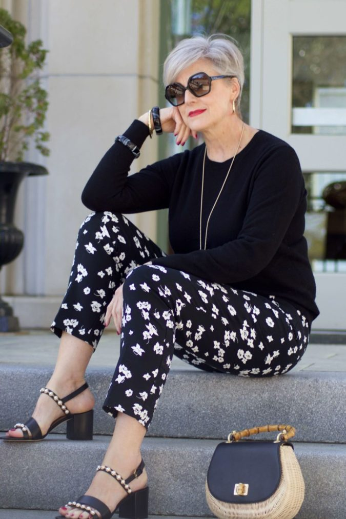 Printed-pants-.-675x1012 80+ Fabulous Outfits for Women Over 50
