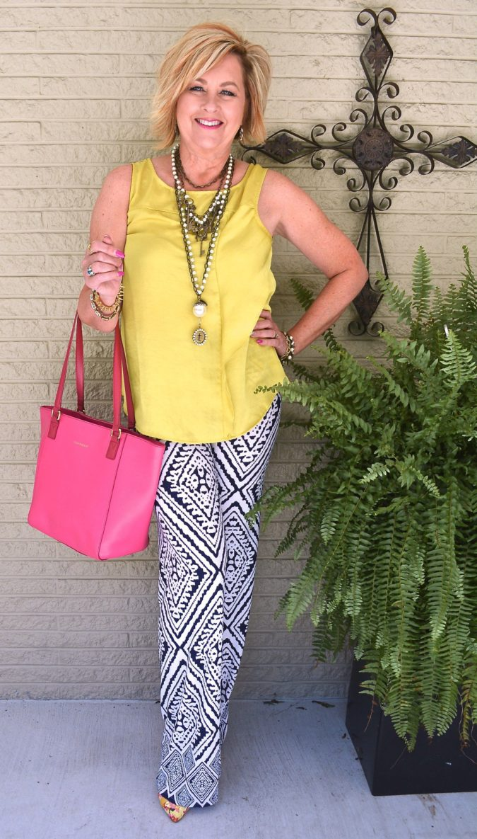 Printed-pants-675x1185 80+ Fabulous Outfits for Women Over 50