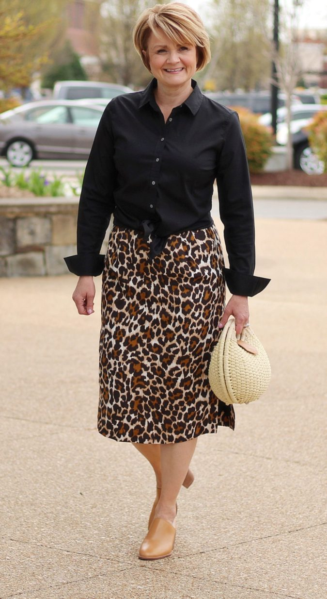Skirt-and-blouse-675x1234 80+ Fabulous Outfits for Women Over 50