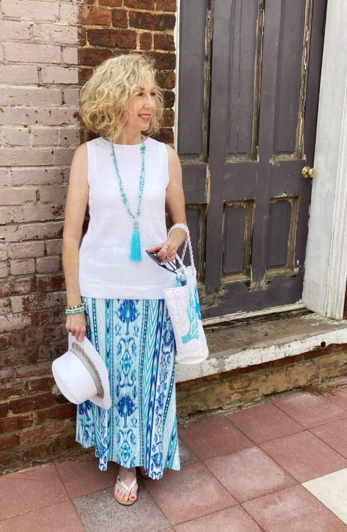 Sleeveless-top.-1-675x1035 80+ Fabulous Outfits for Women Over 50