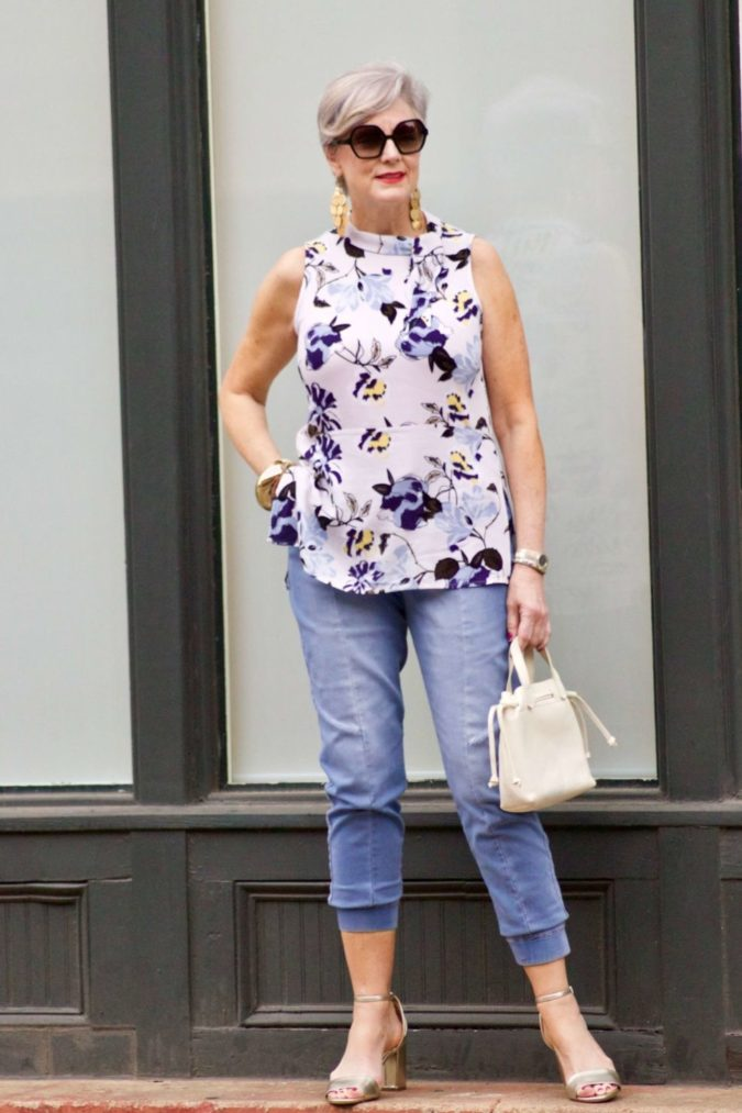 Sleeveless-top.-2-675x1013 80+ Fabulous Outfits for Women Over 50