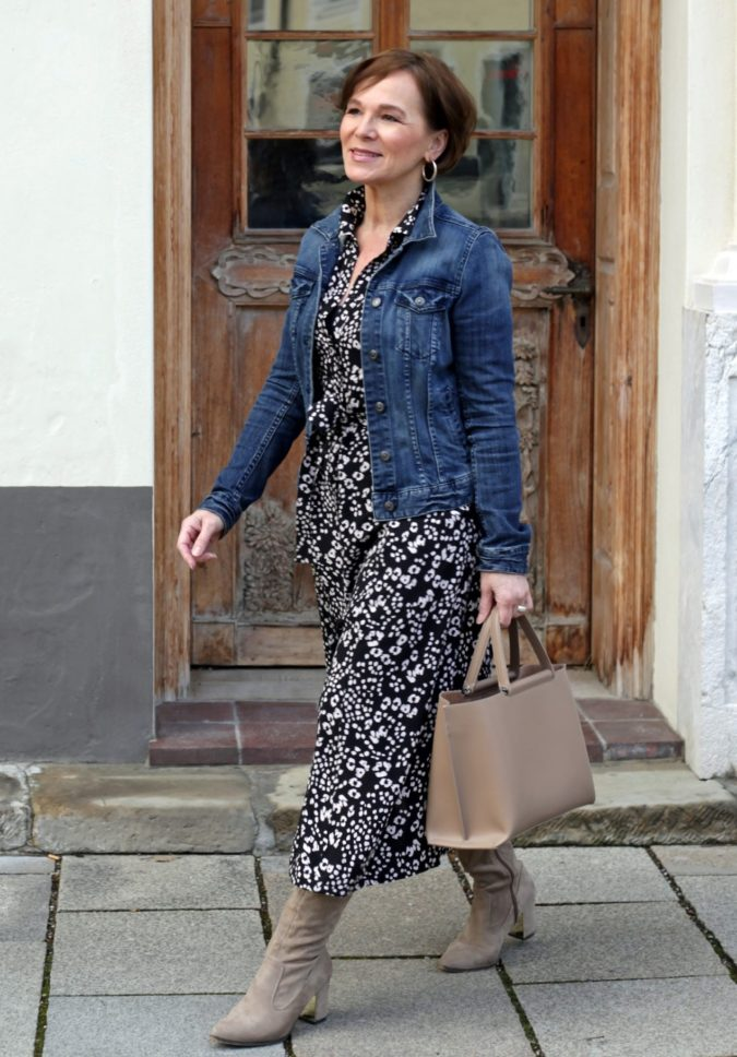 Wearing-denim-3-675x968 110+ Elegant Outfit Ideas for Women Over 60