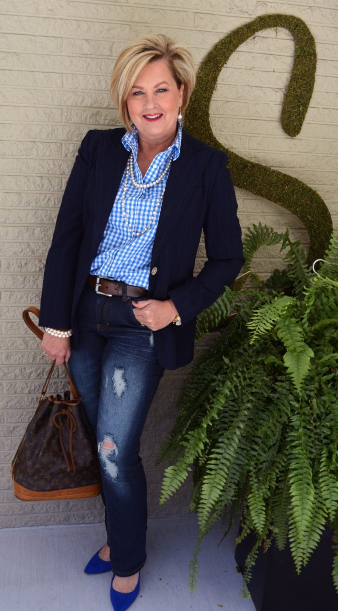 blazer-and-jeans-675x1220 80+ Fabulous Outfits for Women Over 50