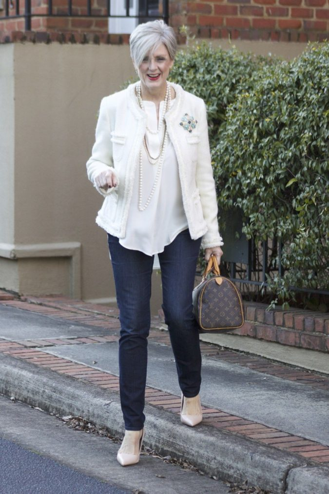 blazer-and-jeans.-1-675x1013 80+ Fabulous Outfits for Women Over 50