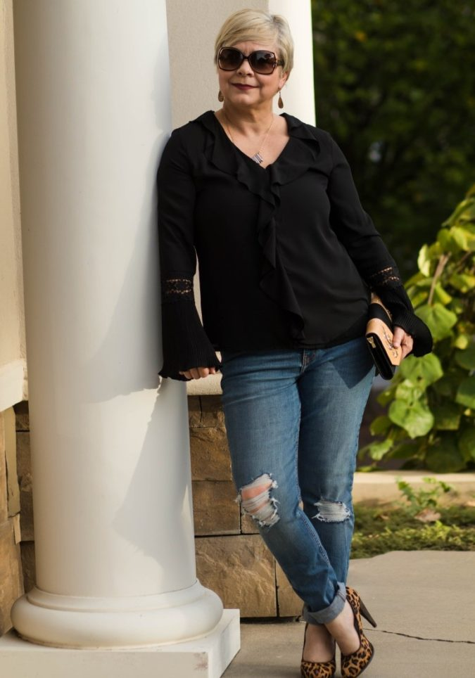distressed-jeans-675x964 80+ Fabulous Outfits for Women Over 50