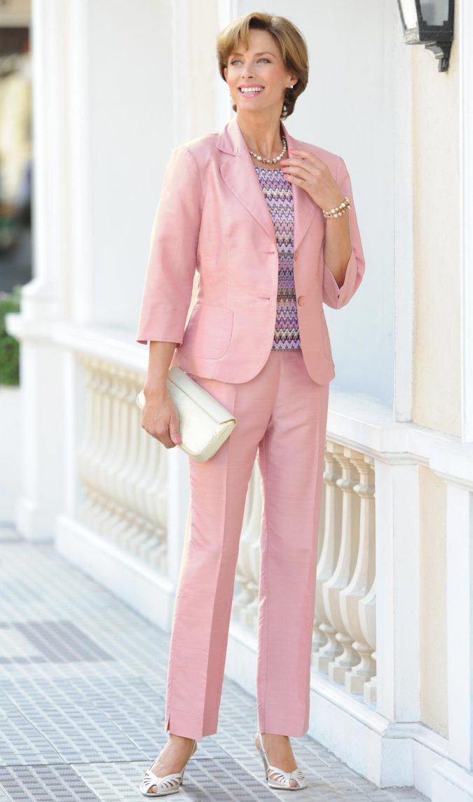 suit-675x1145 80+ Fabulous Outfits for Women Over 50