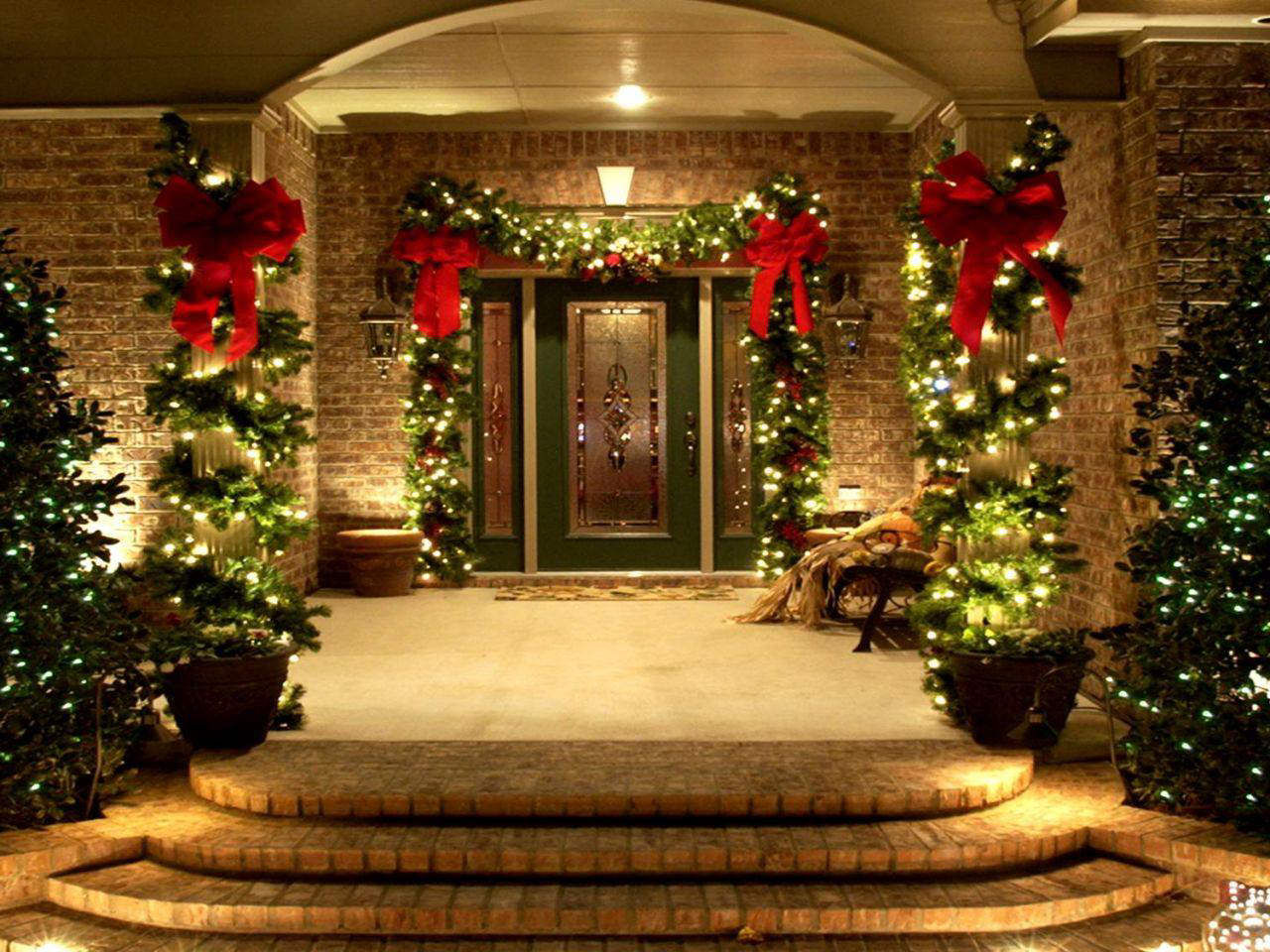 Chic-Outdoor-Christmas-decoration. Let Your Outdoor Area Twinkle by This Year Christmas Lights Decorations