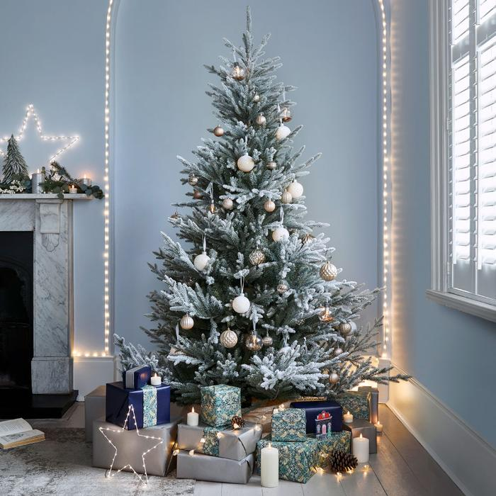 Christmas-Tree 70+ Impressive Christmas Decorations to Do Yourself in 2021