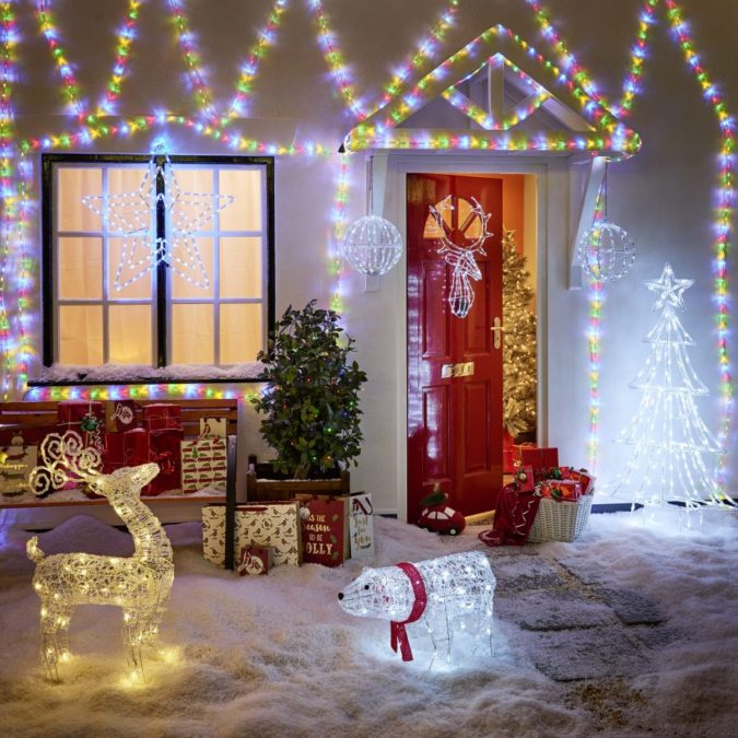 Christmas-light-decoration-2-675x675 70+ Impressive Christmas Decorations to Do Yourself in 2021