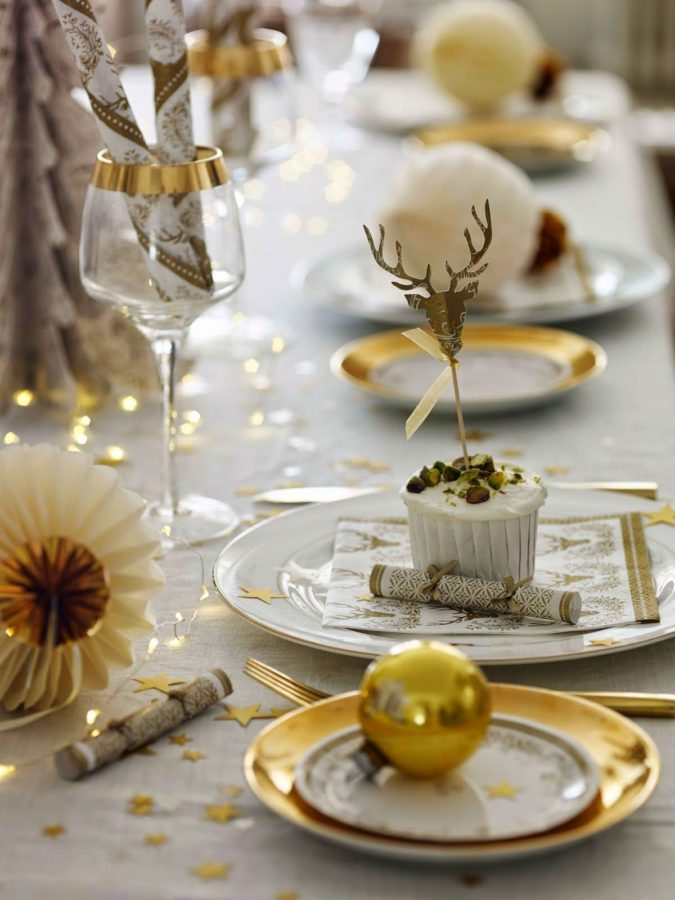 Christmas-tableware.-1-675x900 60+ Creative Ways to Decorate Your Home for This Christmas