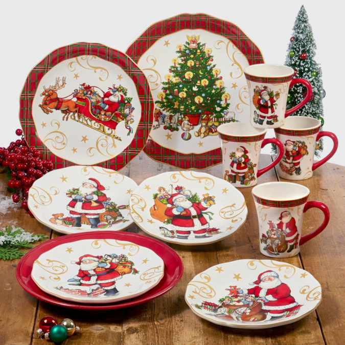 Christmas-tableware.-2-675x675 60+ Creative Ways to Decorate Your Home for This Christmas