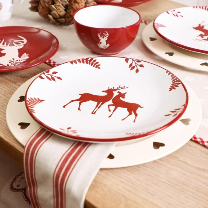 Christmas-tableware.-675x675 60+ Creative Ways to Decorate Your Home for This Christmas