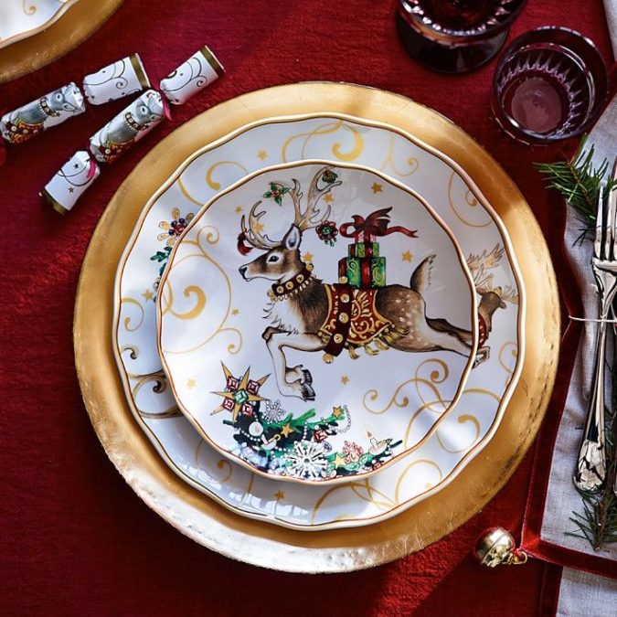 Christmas-tableware..-675x675 60+ Creative Ways to Decorate Your Home for This Christmas