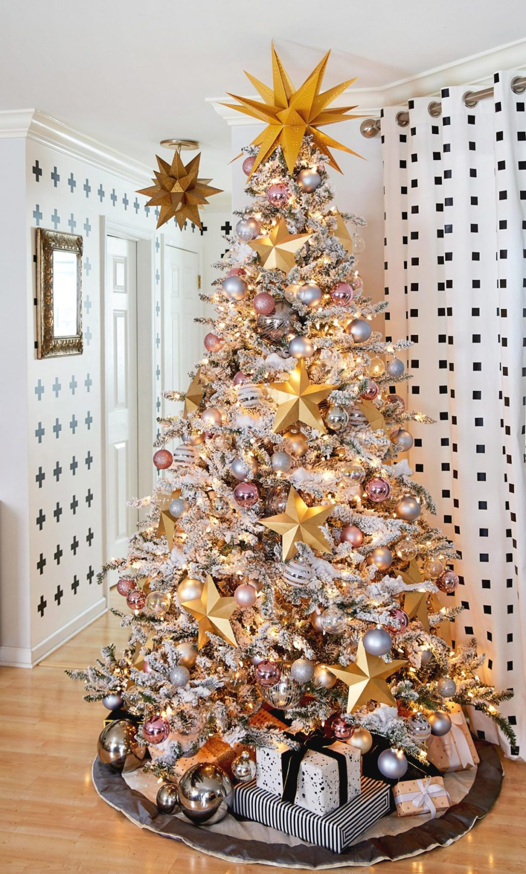 Christmas-tree-Decorations-1-1024x1700 Master Christmas Tree Decoration by Simple Tips and 50+ Ideas