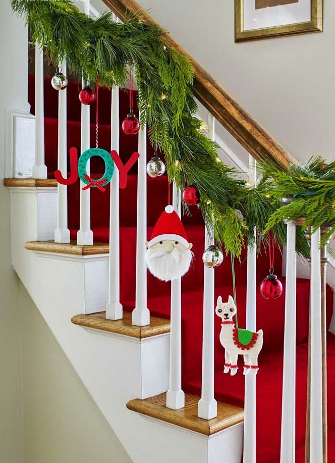 DIY-Christmas-living-room-decoration 70+ Impressive Christmas Decorations to Do Yourself in 2021