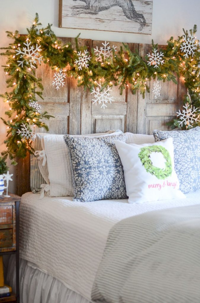 Guest-Room-Christmas-Decor-2-675x1019 50+ Guest Room Christmas Decorations – Can You Make It Before Christmas Arriving?