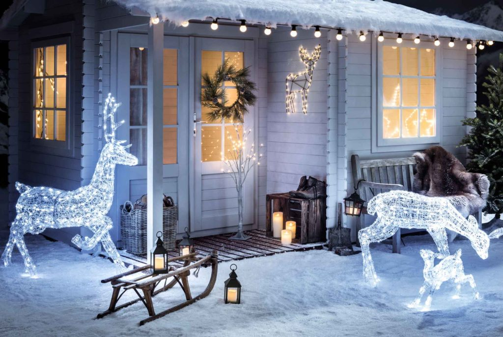 Outdoor-Christmas-Decorations-1024x686 Let Your Outdoor Area Twinkle by This Year Christmas Lights Decorations