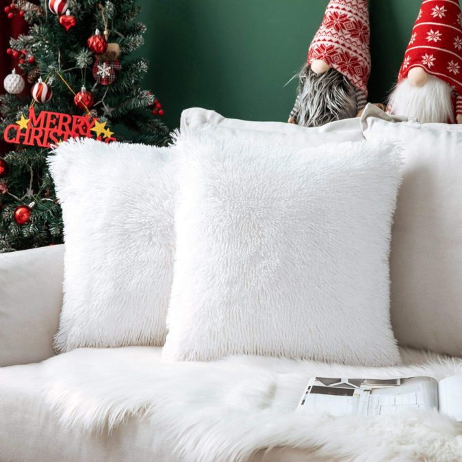 Pillows-Cushions-1-675x675 50+ Guest Room Christmas Decorations – Can You Make It Before Christmas Arriving?
