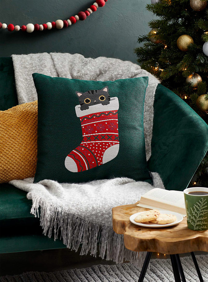 Pillows-Cushions-3-675x914 50+ Guest Room Christmas Decorations – Can You Make It Before Christmas Arriving?