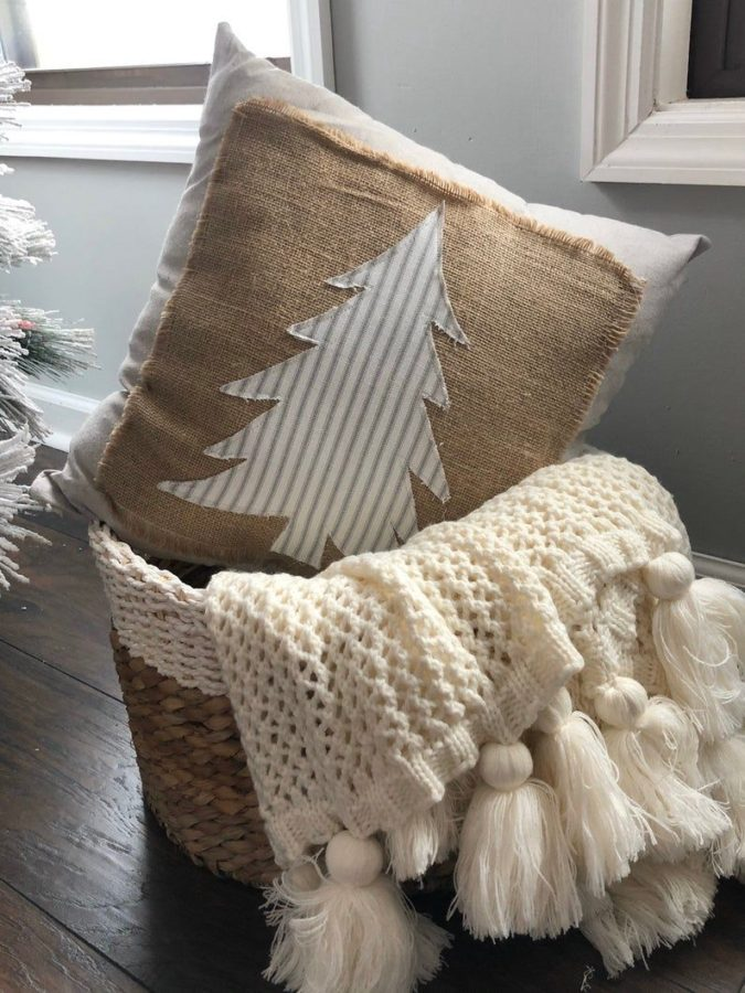 Pillows-Cushions-4-675x900 50+ Guest Room Christmas Decorations – Can You Make It Before Christmas Arriving?