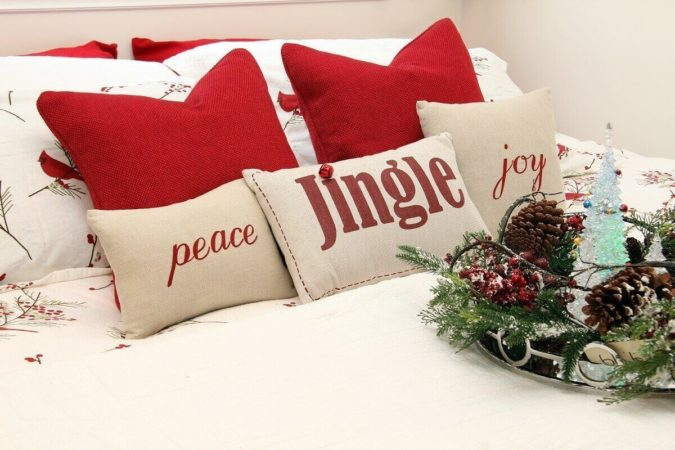 Pillows-Cushions.-1-675x450 50+ Guest Room Christmas Decorations – Can You Make It Before Christmas Arriving?